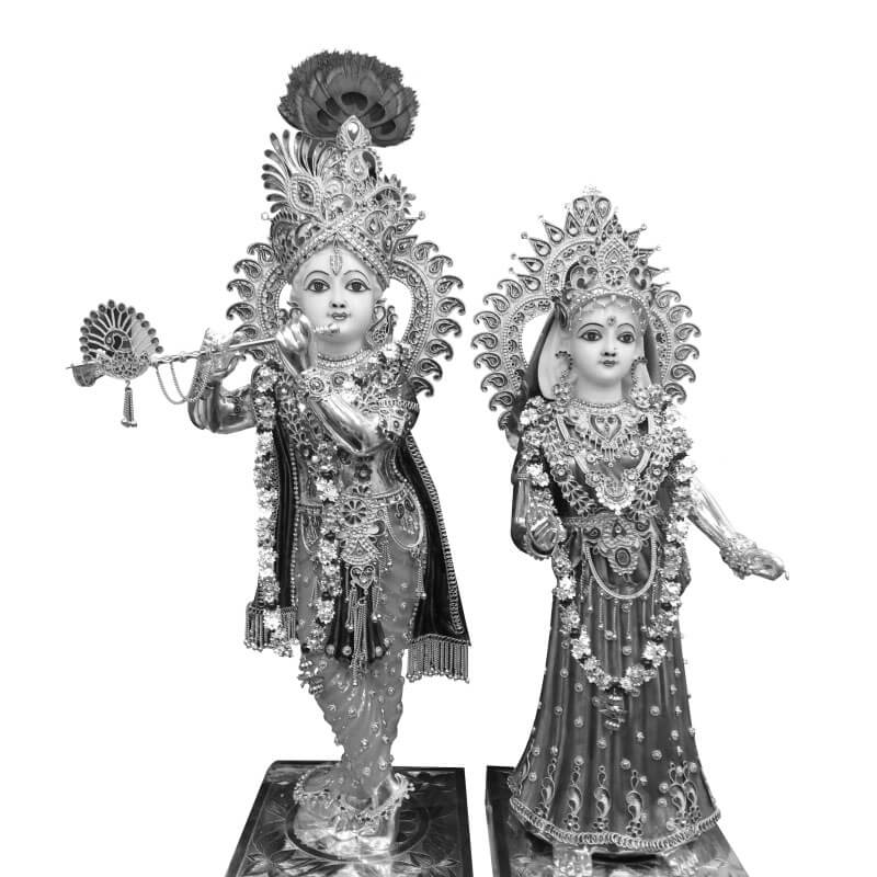 Plunge into divinity by bringing home the elegant statue of Radha and Krishna. Not only it adorns your worship place but it will also infuse calmness in the aura.